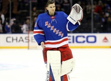 Единственият българин в историята на НХЛ подписа нов договор с
