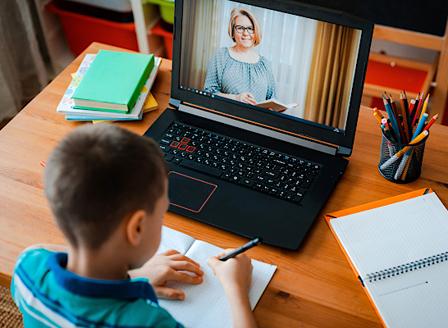 Училищните директори ще могат да предлагат преминаване към онлайн обучение