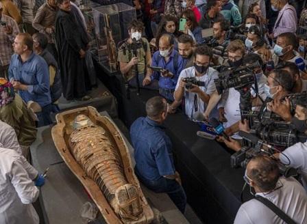 В Египет откриха 100 непокътнати саркофази с мумии