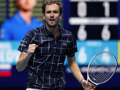 Медведев на финал в Лондон, след победа над Надал