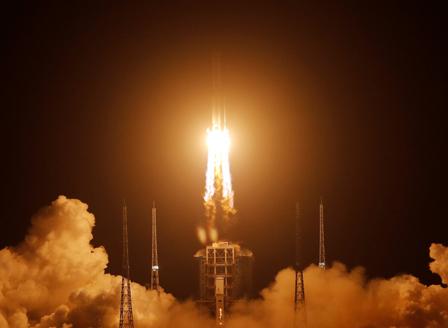 Китай изстреля ракета със сонда до Луната