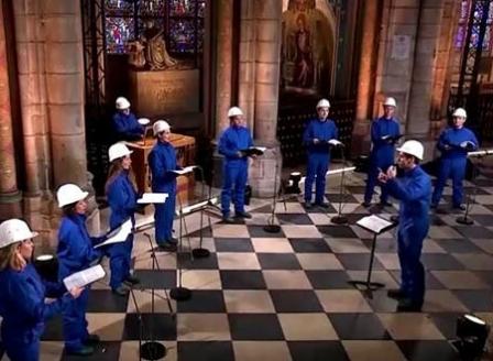Хорът на Нотр Дам пя за пръв път в катедралата след опустошителния пожар