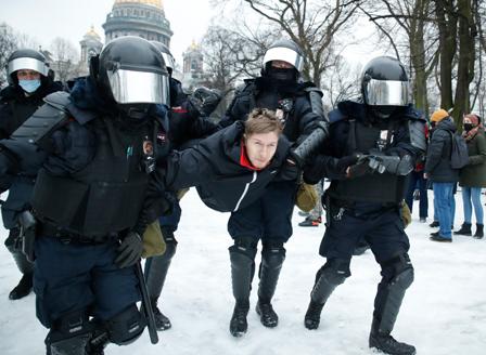 Рекорден брой задържани на протестите в подкрепа на Навални в Русия
