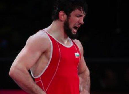 Наши стигнаха до медалите на турнира по борба в Киев
