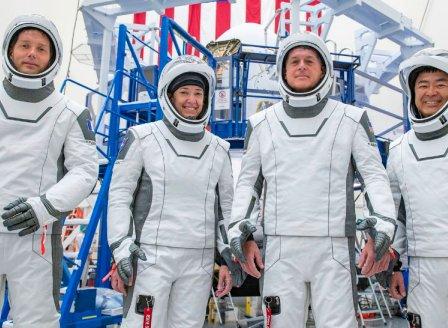 НАСА възложи на Илон Мъск да приземи хора на Луната