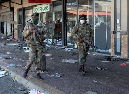Най-малко 72 души загинали при безредиците в Южна Африка