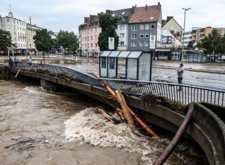 Поне 42 жертви на наводнения в Западна Европа
