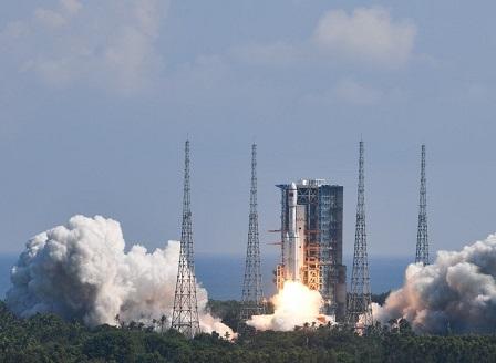 Китай изведе на орбита космическия товарен кораб