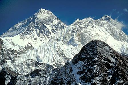Еверест се е изместил след земетресението в Непал