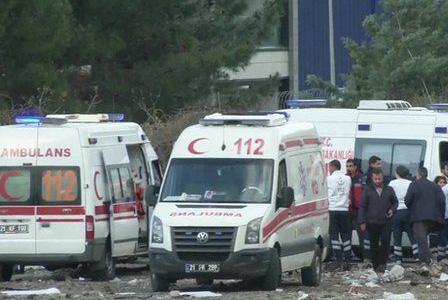 Кола-бомба се взриви в Измир