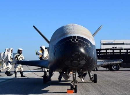 X37B - безпилотен космически кораб за многократно ползване кацна вчера след 718 дни в орбита