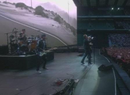 U2 стартира европейското си турне