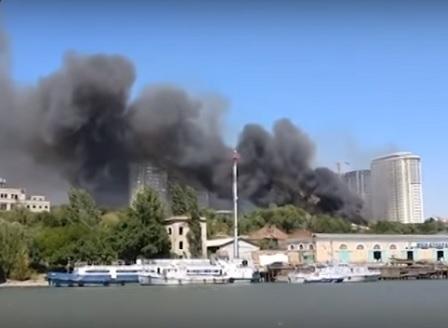 Голям пожар засегна близо 120 сгради в руския град Ростов на Дон