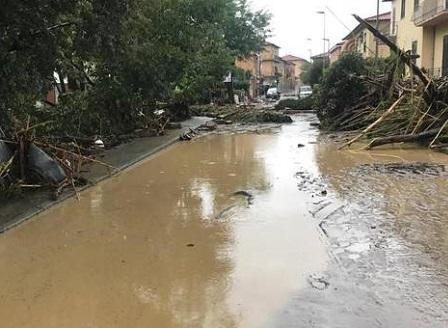 Наводнения убиха най-малко шестима души в Италия