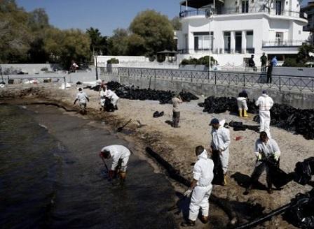 Нефтен разлив причини екокатастрофа край Атина