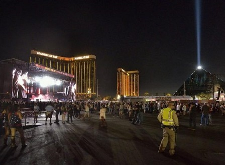 Нападател застреля над 50 и рани 500 души в Лас Вегас