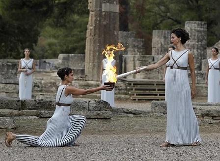 В Гърция запалиха Олимпийския огън за игрите през 2018 г.
