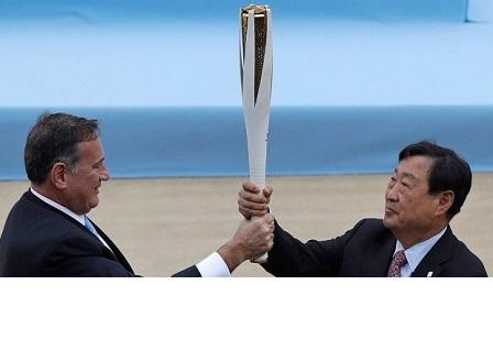 В Атина предадоха Олимпийския огън на Южна Корея