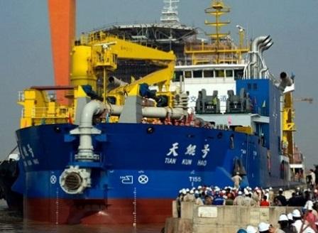 Китай пусна на вода огромен кораб за строителство на изкуствени острови