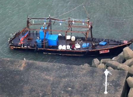 Плавателен съд с осем души на борда беше изхвърлен на японския бряг