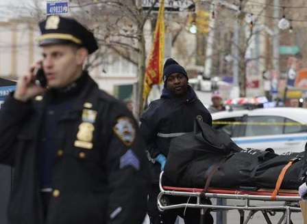 Автомобил се вряза умишлено в група хора пред бар в Ню Йорк