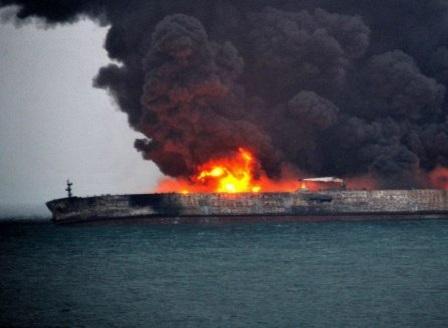 Опасност от експлозия и екокатастрофа след инцидента край бреговете на Китай
