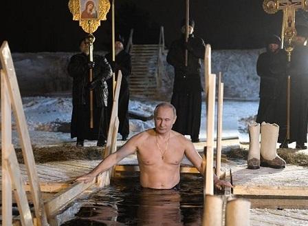 Путин влезе в ледените води за Богоявление