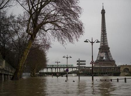 Нивото на река Сена продължава да се покачва