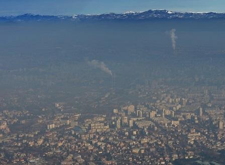 Отново високи нива на фините прахови частици във въздуха над София