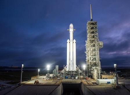 Спейс екс изстреля най-мощната ракета досега - Фалкън хеви