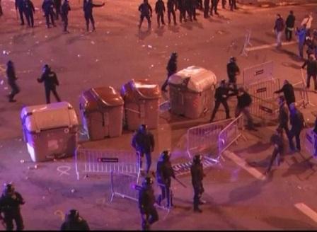 Протести и сблъсъци в Каталуния след ареста на Пучдемон