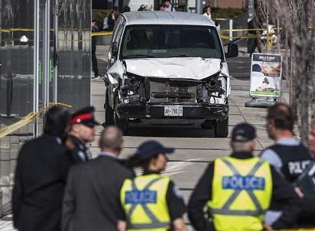 Ван се вряза в пешеходци в канадския град Торонто