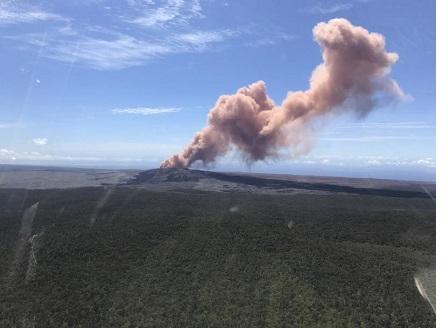 Евакуират 10 000 жители на Хаваите заради изригването на вулкана Килауеа