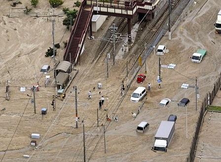 Най-малко 30 души са загинали при проливните дъждове и наводнения в Япония