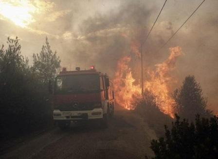 Според гръцките власти пожарите са умишлени