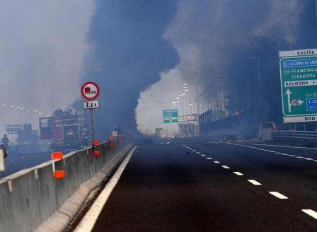 Стабилно е състоянието на българските ученици, ранени при взрива в Болоня