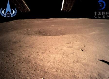 Китайски апарат кацна на обратната страна на Луната