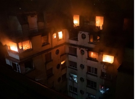 Пожар в жилищна сграда в Париж, властите арестуваха жена за умишлен палеж
