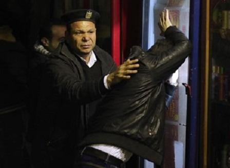 Двама полицаи загинаха при преследване на атентатор в Кайро