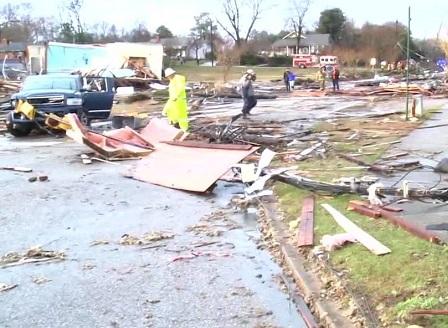 Най-малко 14 жертви на торнадо в Алабама