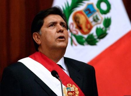 Бивш президент на Перу се простреля смъртоносно