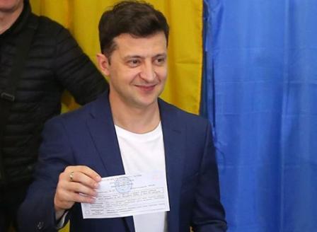 Комикът Зеленски печели президентските избори в Украйна