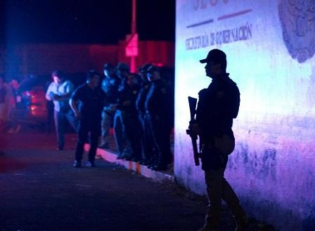 Масово бягство от мигранстки център в Южно Мексико