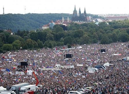 Над 250 000 протестираха в Прага с искане за оставката на премиера Андрей Бабиш