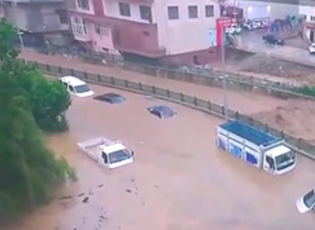 Тежки наводнения в Турция, има изчезнали хора