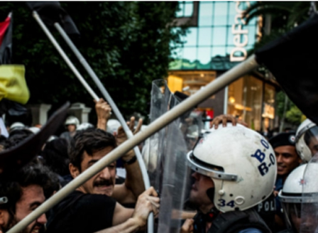 Сблъсъци между полиция и протестиращи в Турция, има ранени и задържани