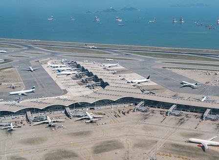 Летището в Хонконг поднови работа