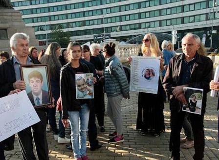 Близки на жертви на тежки престъпления на протест пред парламента