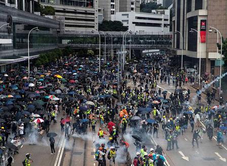 Сериозни загуби за икономиката на Хонконг заради протестите