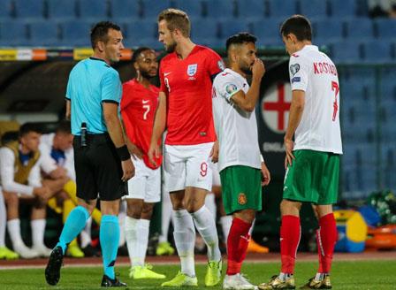 Българският национален отбор по футбол загуби от Англия